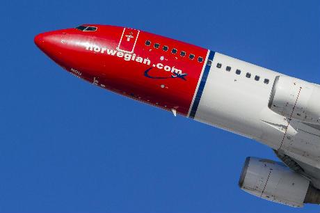 Owner of Aer Lingus considering £2.5bn bid for Norwegian Air